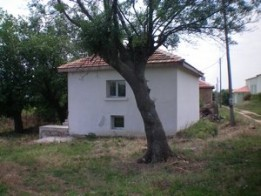 Partly renovated villa for sale with plot, near Yambol